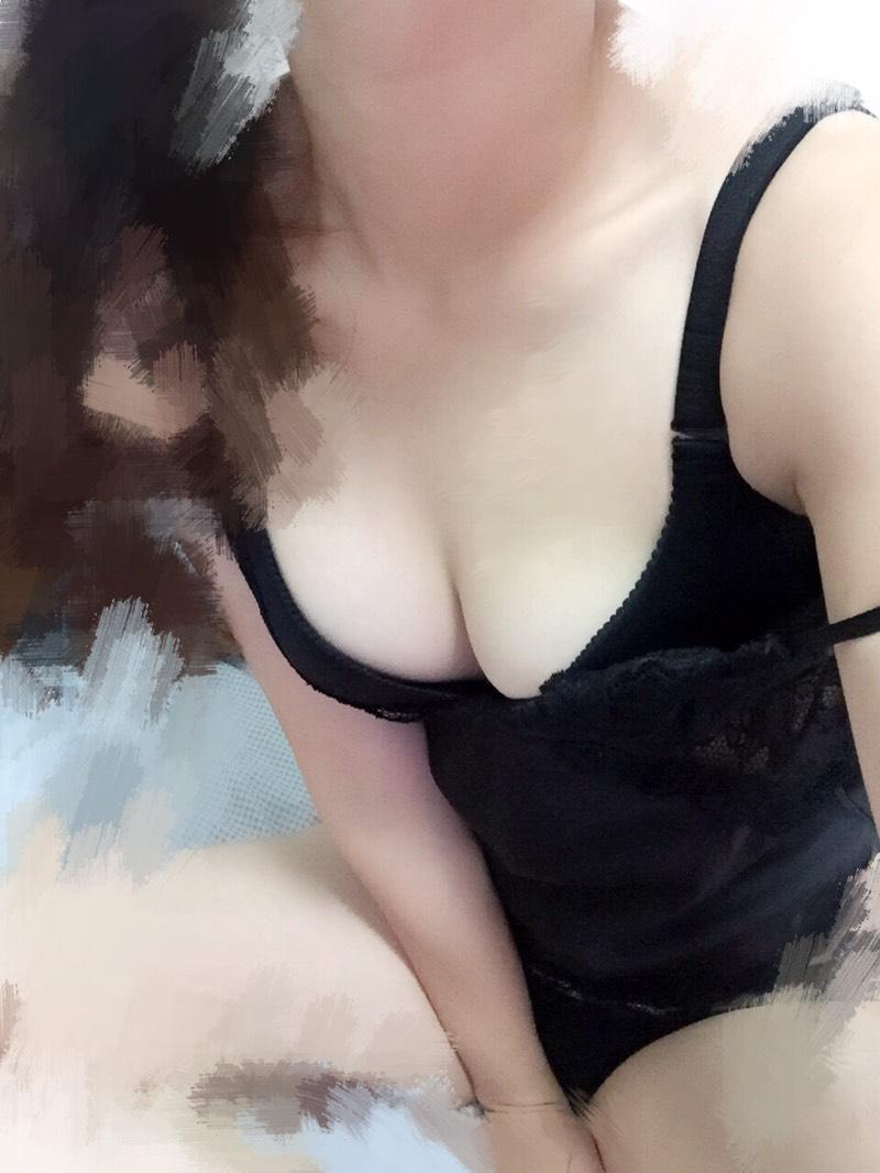 台灣色妹自拍裸照勾引男友回家啪啪啪 LINE:199fire JKF娛樂會館桃園茶莊